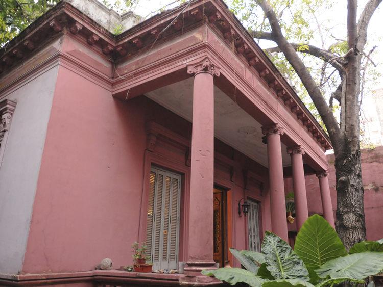 SITIO HISTORICO. La casona de estilo italiano cuenta con pórtico de columnas en la fachada (fotos de Mario Quinteros).