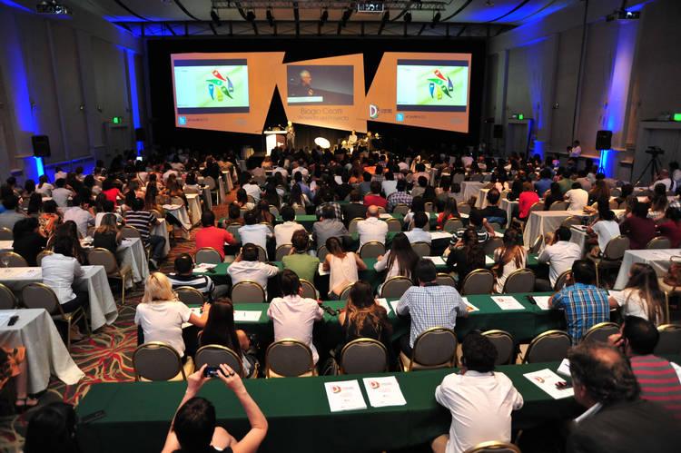CORDOBA CIUDAD DISEÑO. El salón del Hotel Sheraton Córdoba, con más de 400 participantes.