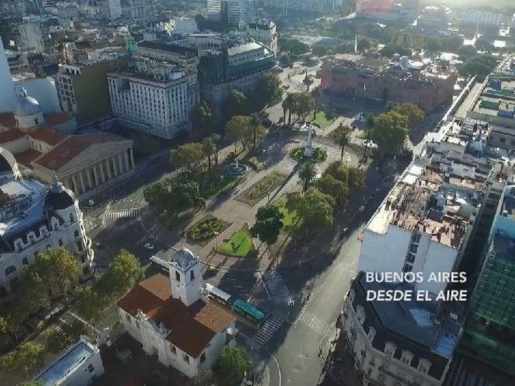 BUENOS AIRES DESDE El AIRE. La Plaza de Mayo, desde la esquina sudoeste.